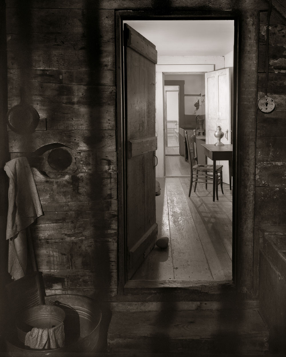 Linda Connor, Into the Kitchen, 2006