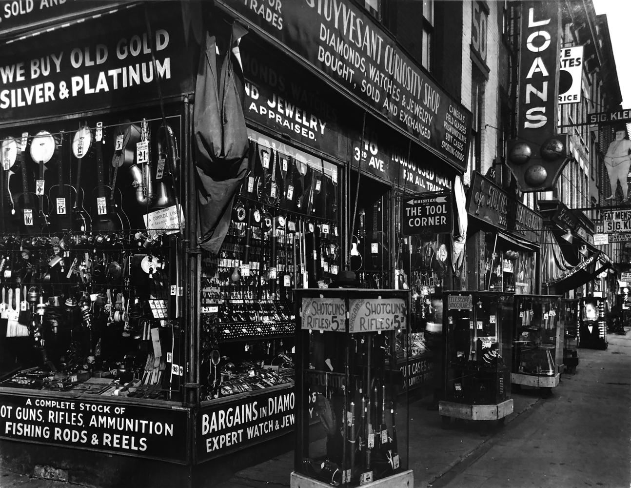 Berenice Abbott, Stuyvesant Curiosity Shop, 1934