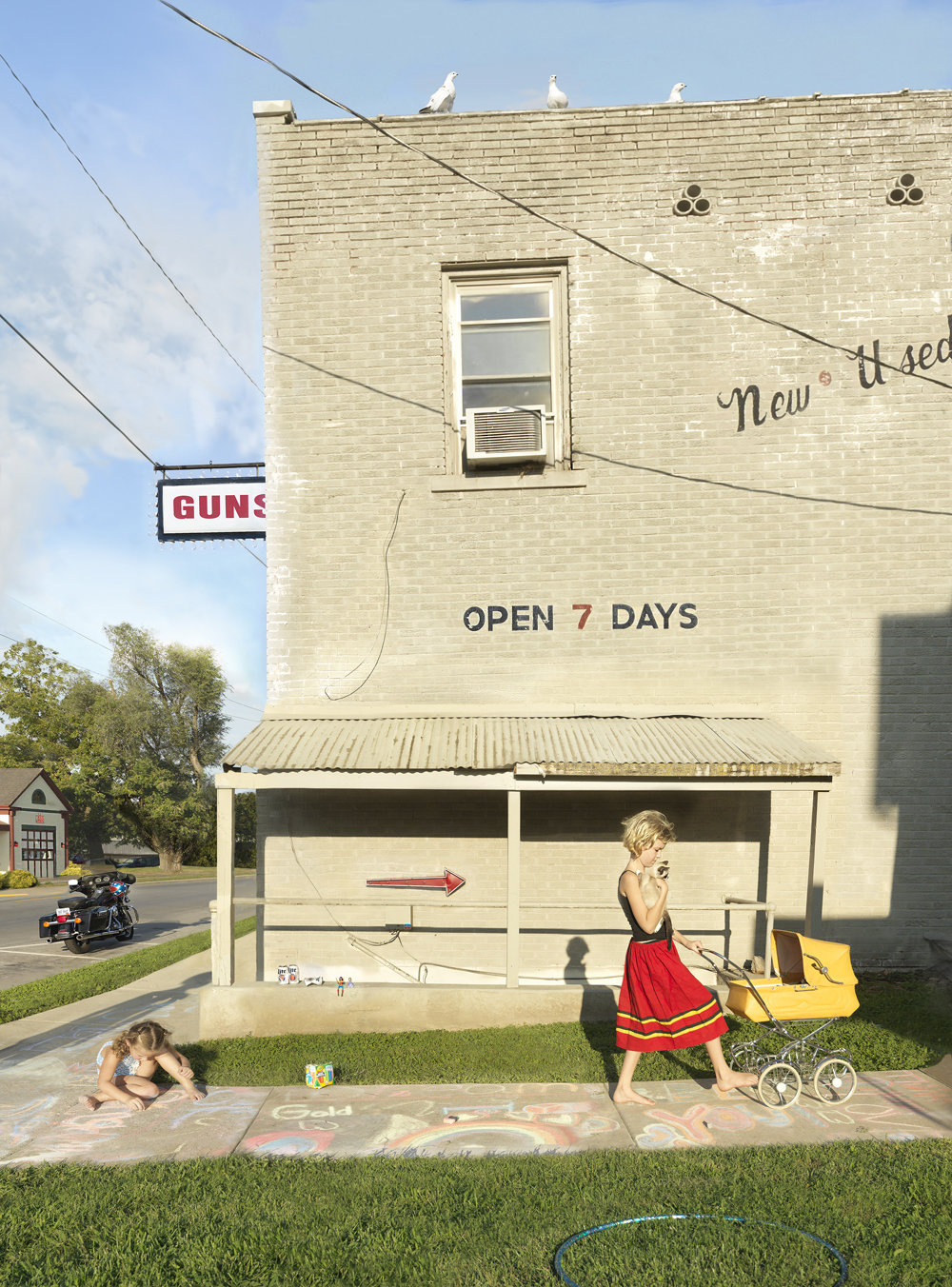 Julie Blackmon, Sidewalk, 2017, 32×22″, 42×32″, 50×40″, editions 10, 7, 5, price on request