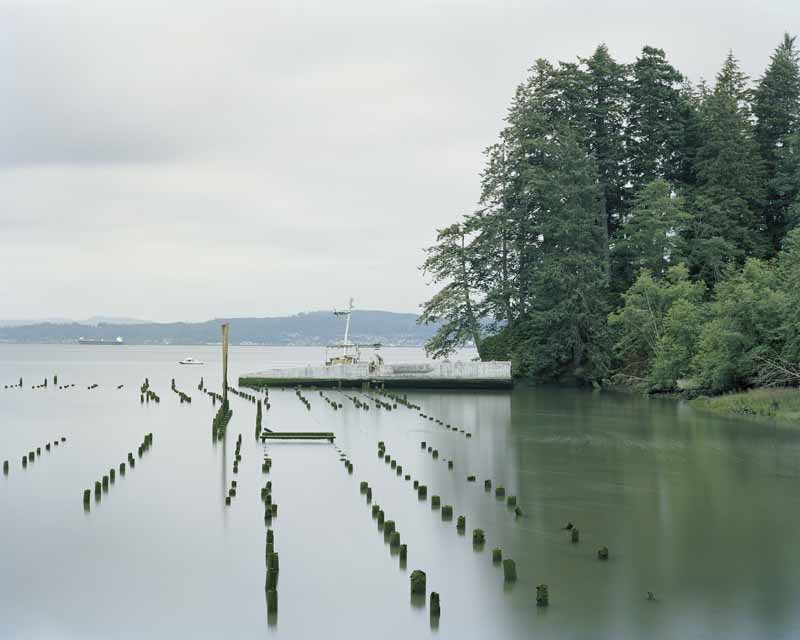 Eirik Johnson, Shipwreck and salmon fishermen on the Columbia River between Washington and Oregon, 2007