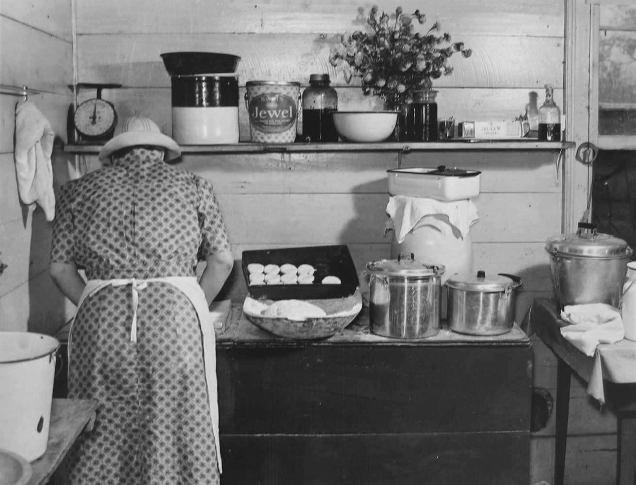 Marion Post Wolcott, A member of the Wilkins family making biscuits on corn-husking day, Tallyho, NC, 1939