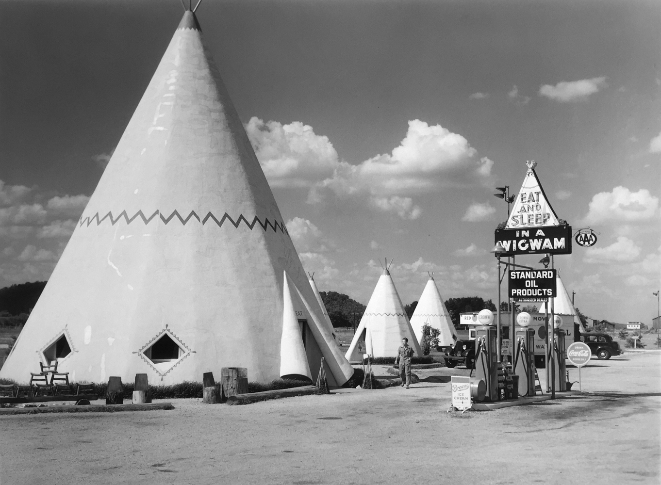 Marion Post Wolcott, Wigwam Motel, Bardstown, Kentucky, 1940, gelatin silver print, 11 x 14 inches